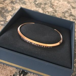 New Daniel Wellington Rose Gold Cuff Small